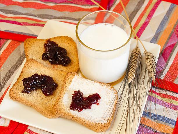 prima colazione - fette biscottate foto e immagini stock