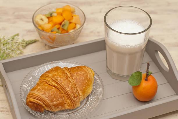 colazione - tablett holz stock-fotos und bilder