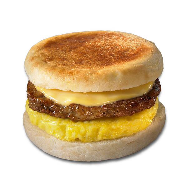 breakfast sandwich mit clipping path - käsemuffins stock-fotos und bilder