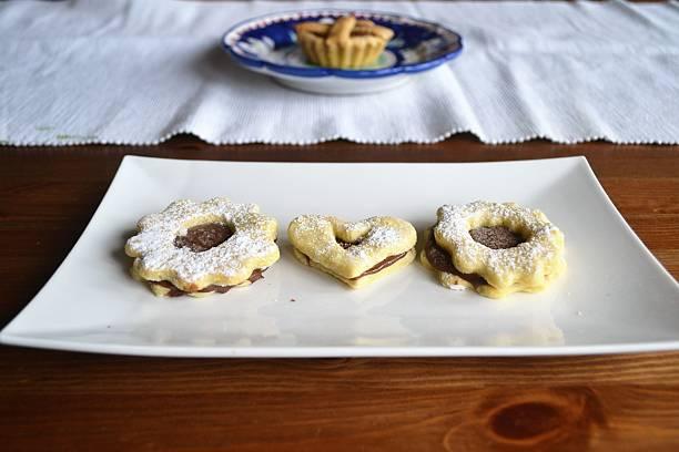 frühstück-zeit - low carb kekse stock-fotos und bilder