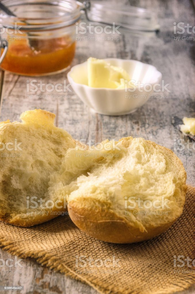 Breakfast with bread, butter and marmalade. - foto stock