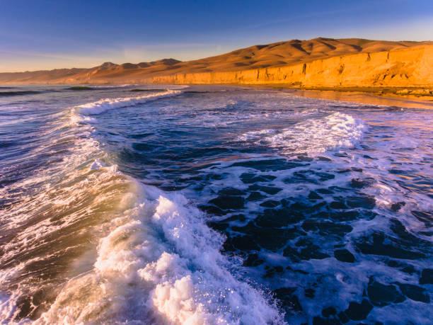 Surfen entlang der kalifornischen Zentralküste. – Foto