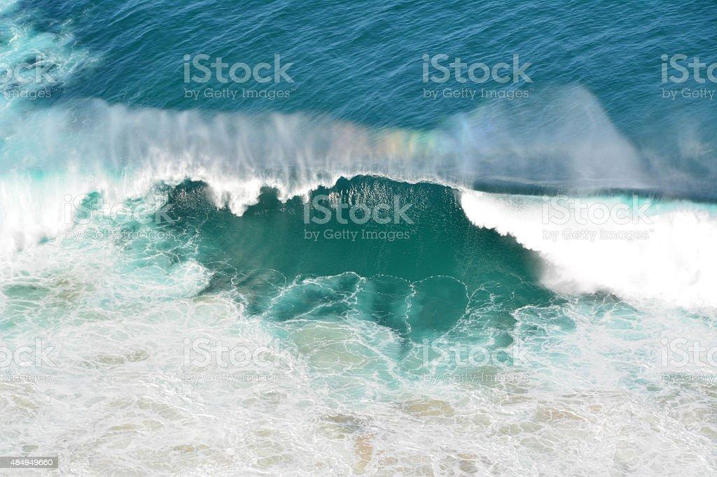 Brechenden Welle mit Regenbogen Farben In Byron Bay, Australien – Foto