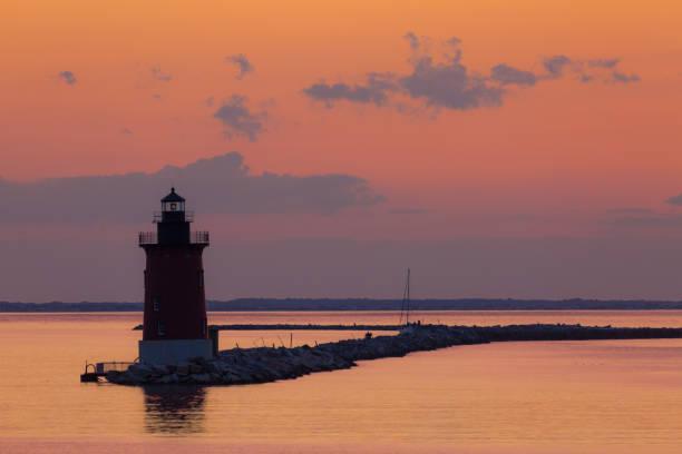 breakwater lighthouse 01 - estuário imagens e fotografias de stock