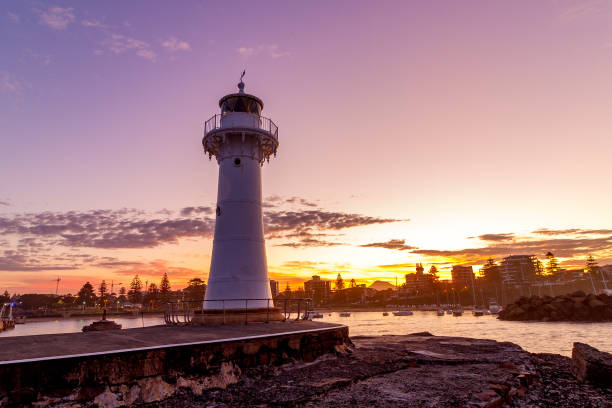 Breakwater Lighthouse, Wollongong Harbour Wollongong's Breakwater Lighthouse at sunset on a spring afternoon. groyne stock pictures, royalty-free photos & images