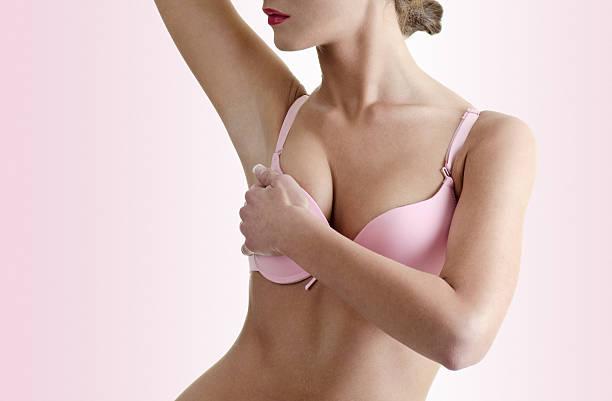 Examen de cáncer de mama - foto de stock