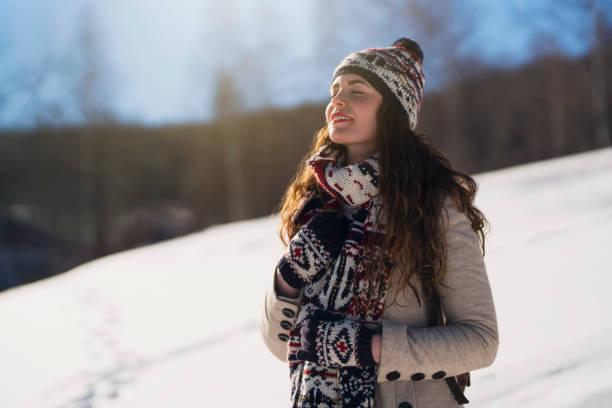 hauch von frische - wintermantel damen wolle stock-fotos und bilder