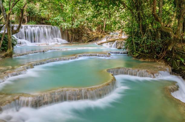 atemberaubende kuang si wasserfall kaskaden, luang prabang, laos - laos stock-fotos und bilder