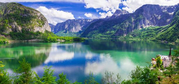 atemberaubende natur und seen österreichs. hallstatt - österreichische kultur stock-fotos und bilder