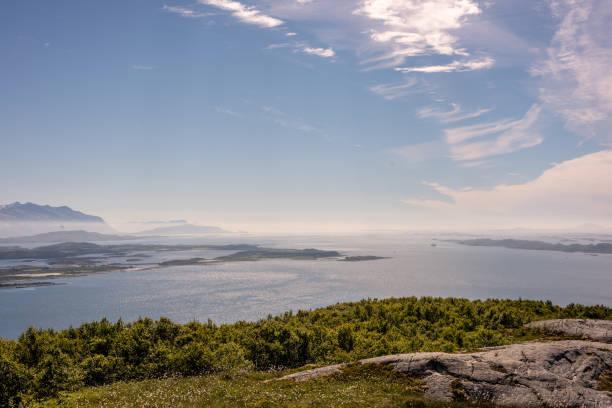 Atemberaubende ländliche Norwegen Berglandschaft mit See – Foto