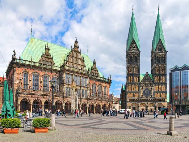 Plaza del mercado de Bremen con Ayuntamiento y Catedral de Bremen, Alemania - foto de stock