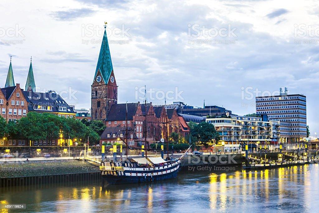 En la noche de la ciudad de Bremen. - foto de stock