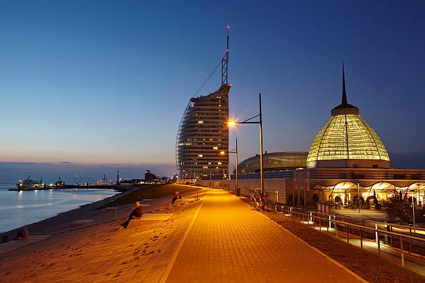 Bremerhaven (Deutschland)-Promenade am Abend – Foto