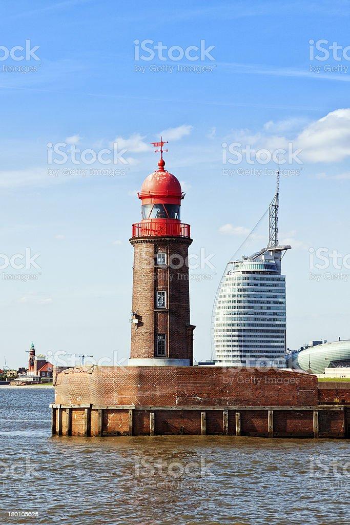Bremerhaven, Alter Leuchtturm und moderne Gebäude – Foto