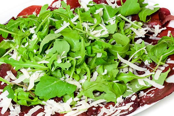 bresaola di manzo stagionato italiano - bresaola foto e immagini stock