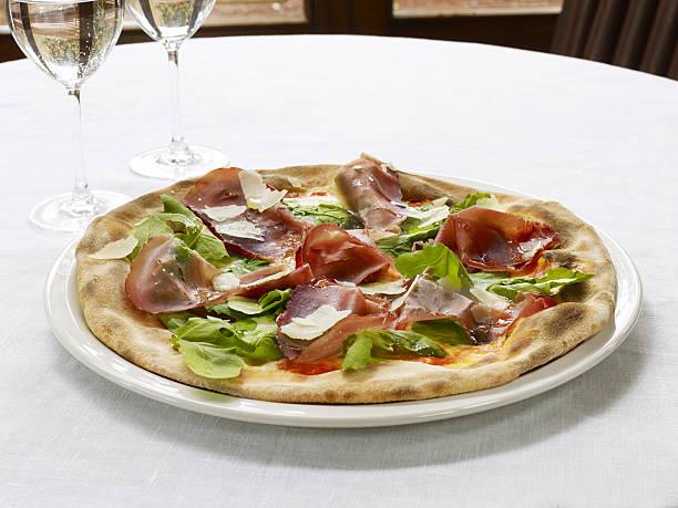 bresaola pizza - bresaola foto e immagini stock