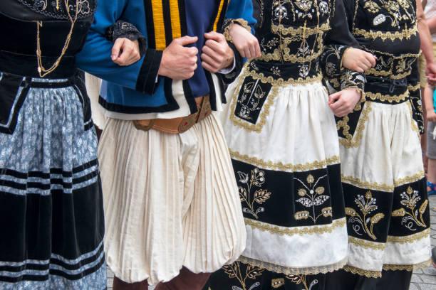 Robes folkloriques bretonnes verser défilé. Finistère, Bretagne - Photo