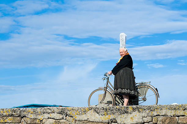 breton women with headdress breton women with headdress in brittany named bigoudenne bonnet stock pictures, royalty-free photos & images