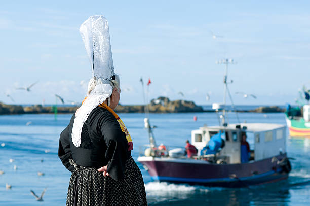 breton women with headdress breton women with headdress on a harbor in brittany bonnet stock pictures, royalty-free photos & images