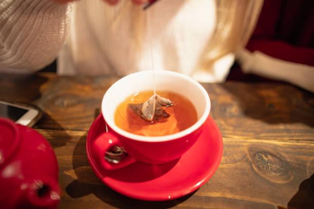 Brauen Sie einen Pokal Tee – Foto