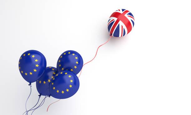 concept créateur d'illustration de brexit, ballon volant avec l'ue de l'union européenne et le drapeau britannique du royaume-uni sur le fond blanc. - brexit photos et images de collection