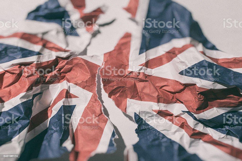 Brexit Разорванные И Смятый Лист Британского Флага Великобритании —  стоковые фотографии и другие картинки Brexit - iStock