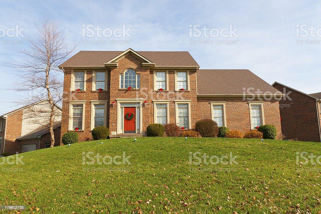 Ziegelrot Haus dekoriert zu Weihnachten in Kentucky – Foto