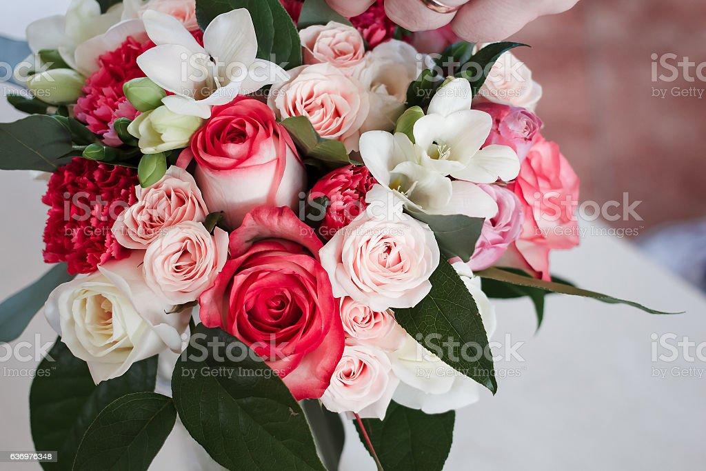 Brautstrauß mit Rosen und Freesie, nelken und fat. Aufsicht – Foto