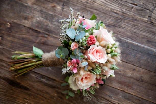 bridal blume - brautstrauß aus holz stock-fotos und bilder