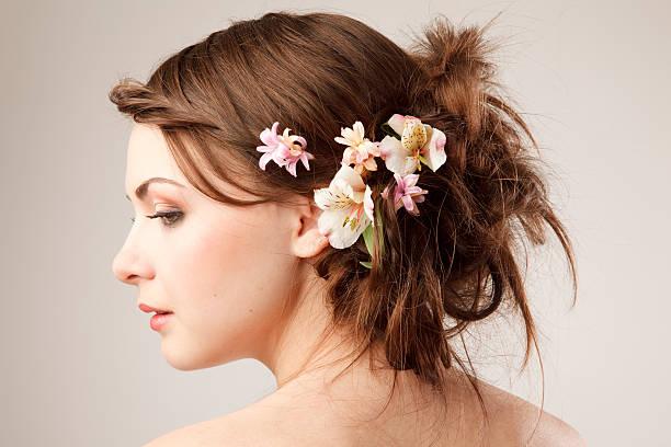 real Braut Frisur mit Blumen – Foto
