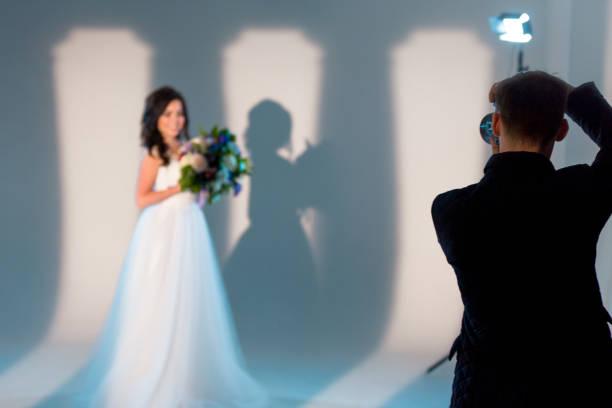 bridal-sitzung - wedding photography and videography stock-fotos und bilder