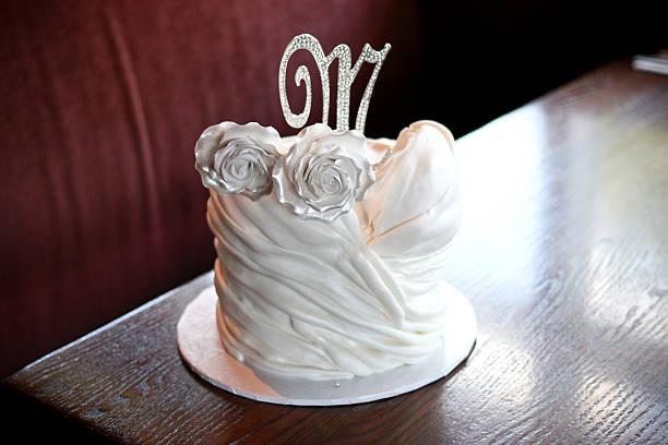 bridal shower cake - brautparty kuchen stock-fotos und bilder