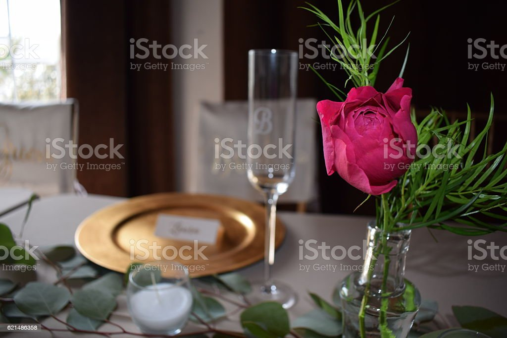 Bridal Table with Beautiful Pink Rose foto stock royalty-free