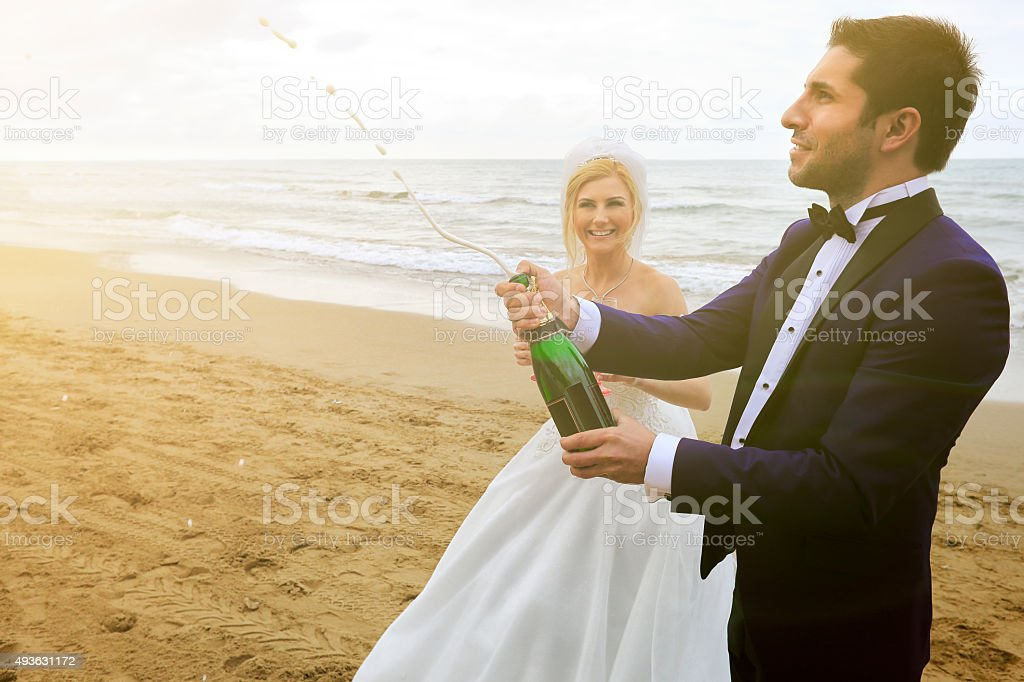 Bride Amp Groom Stock Photo & More Pictures of 20-24 Years - iStock