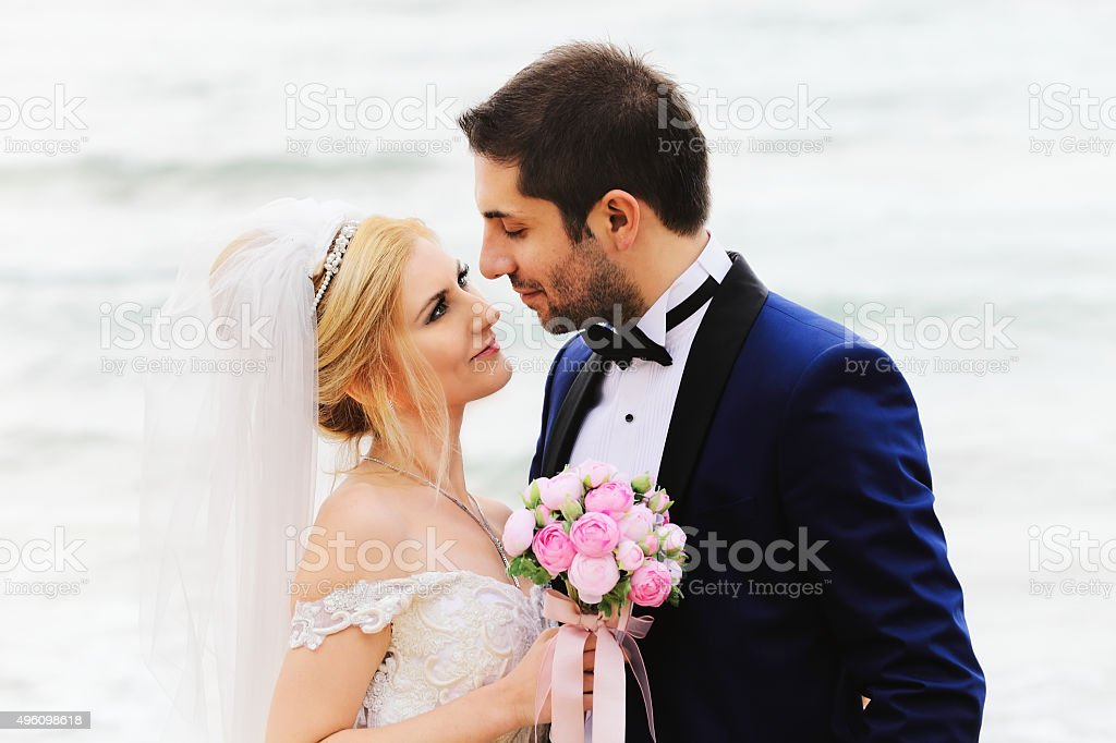 036d5329f17f4 Bride Amp Groom Stock Photo   More Pictures of 20-24 Years