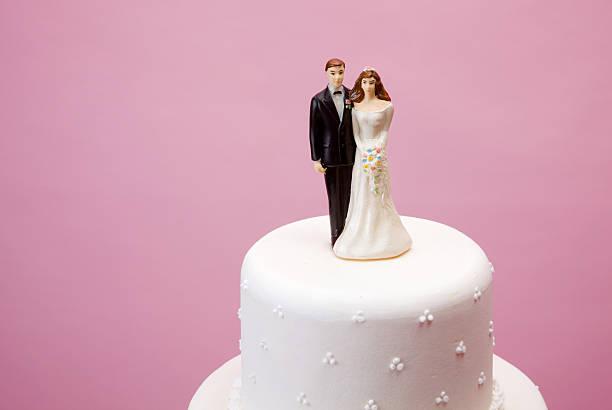 braut und bräutigam figur - tortenfiguren stock-fotos und bilder