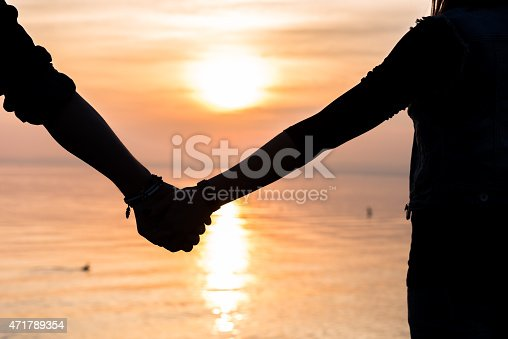 872969580 istock photo Bride and groom holding hands in front of a sunset 471789354