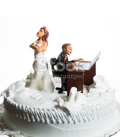 172144035 istock photo Bride and Groom on wedding cake 462145023