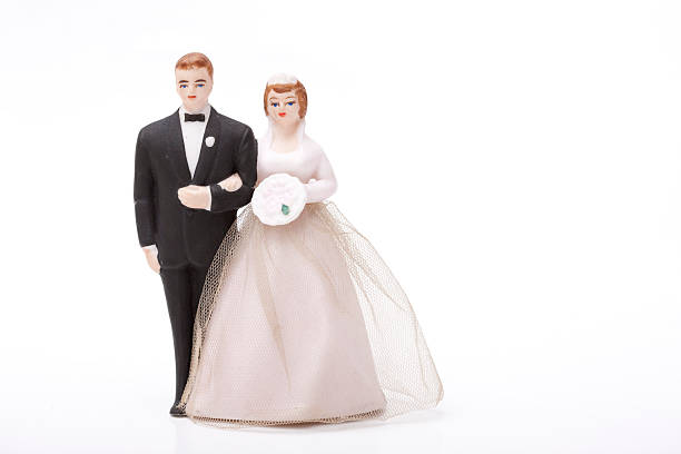 braut und bräutigam - tortenfiguren stock-fotos und bilder