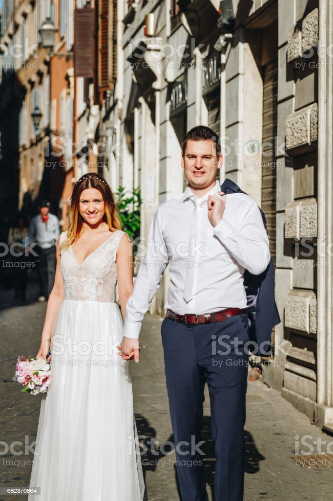 Bride and groom posing on the old streets of Rome, Italy zbiór zdjęć royalty-free