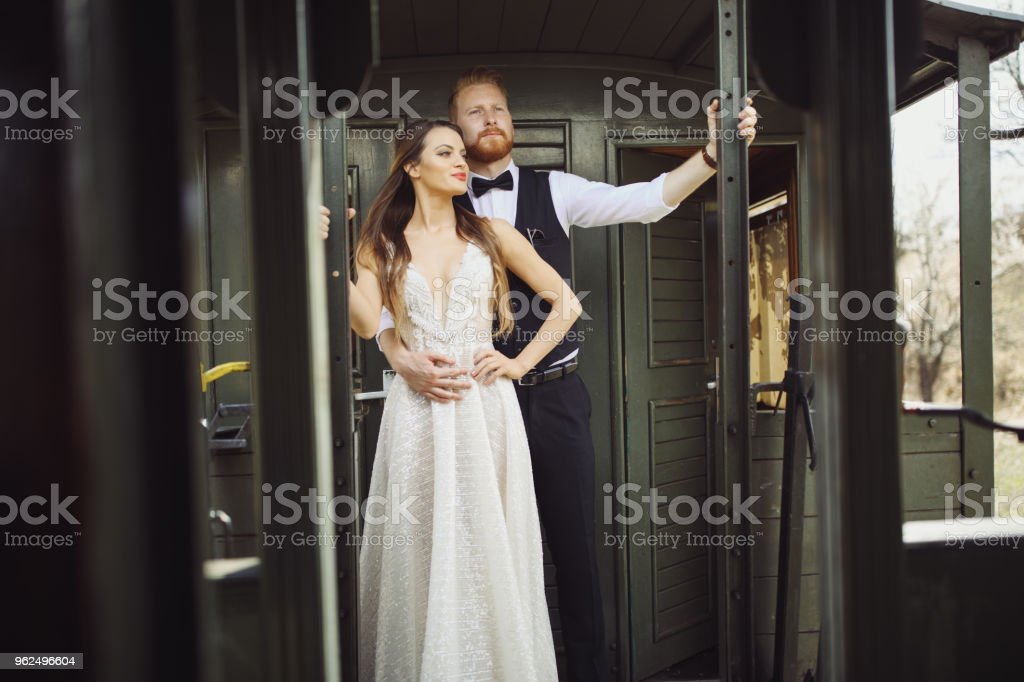 Bride and groom traveling by old train - Royalty-free 20-29 Years Stock Photo