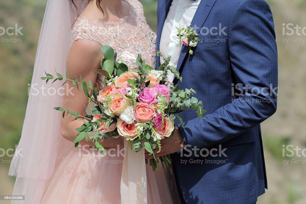 Bride holding a beautiful bridal bouquet. – Foto