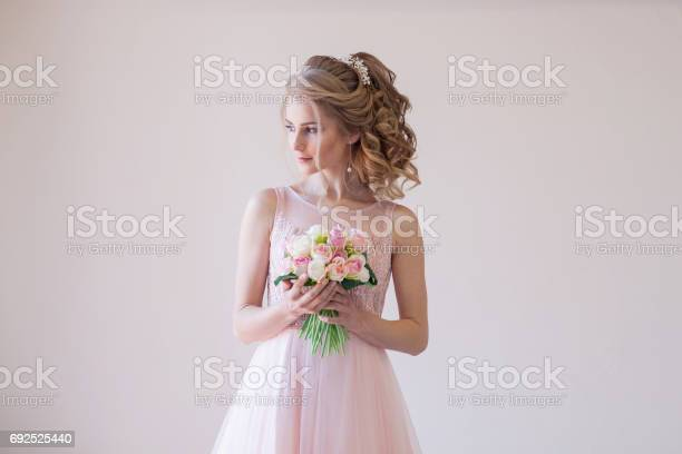 Bride in a pink wedding dress and bouquet of flowers picture id692525440?b=1&k=6&m=692525440&s=612x612&h=wugrgmcbmibwrrykddpqgwz 69dhrx1gnz68lfueccs=