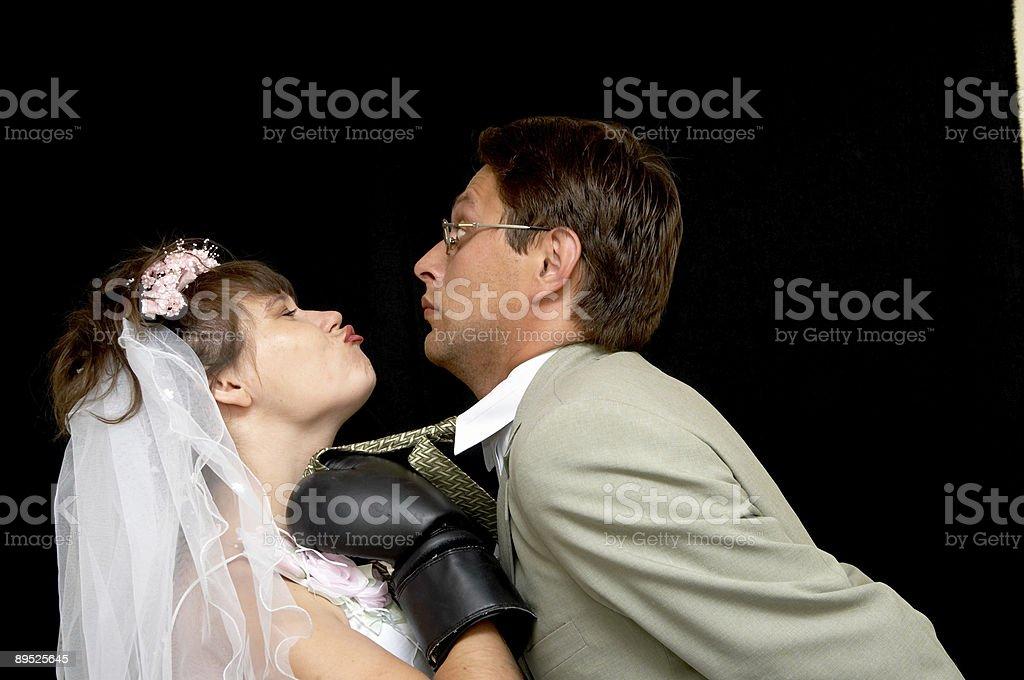 Novia besos foto de stock libre de derechos