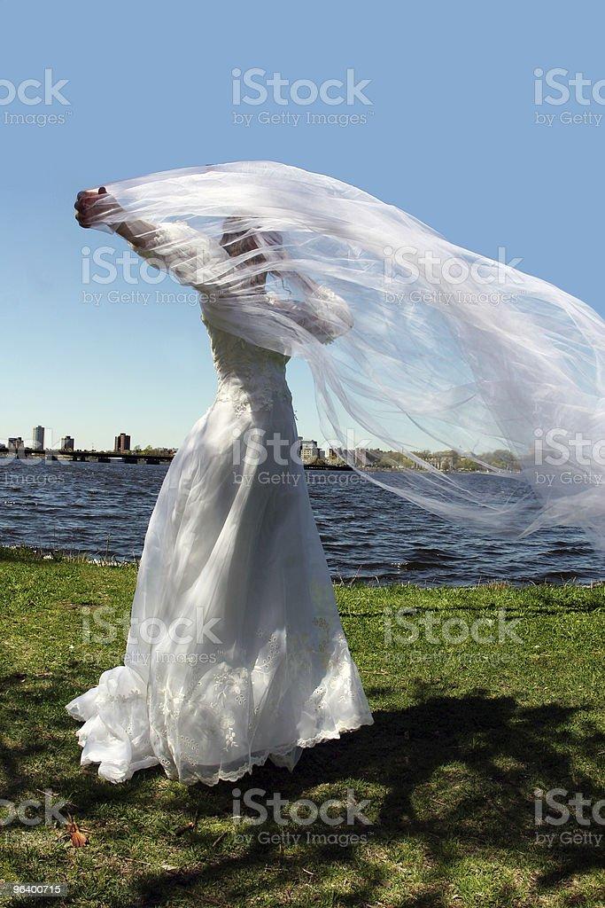 花嫁の屋外 - 1人のロイヤリティフリーストックフォト