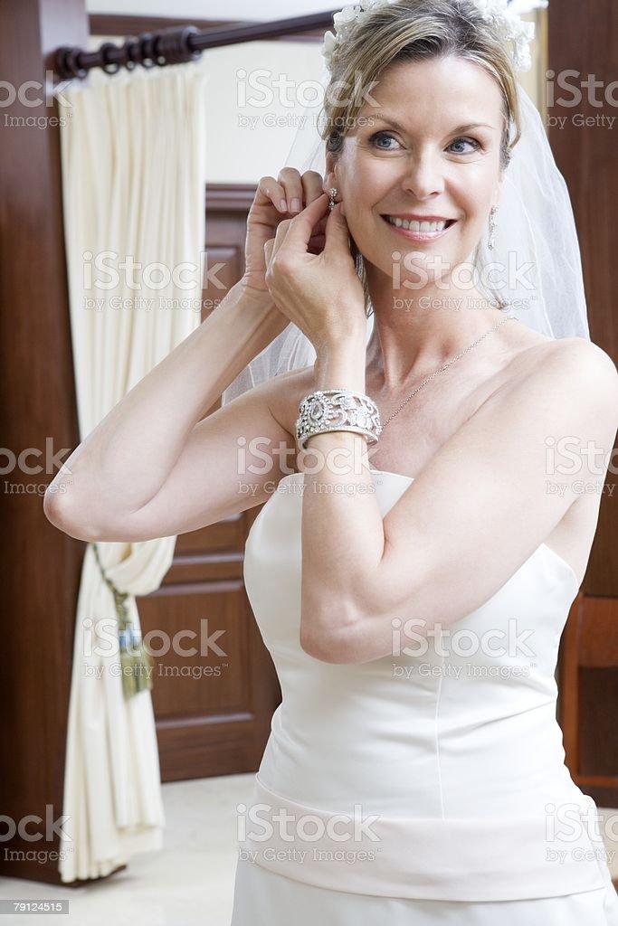 Bride putting earrings on 免版稅 stock photo