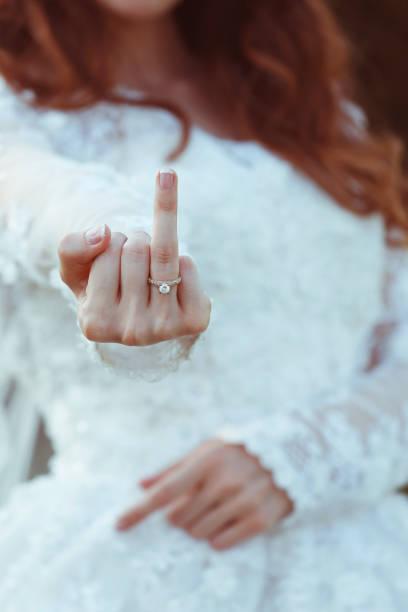 Ring Am Mittelfinger - Bilder und Stockfotos - iStock