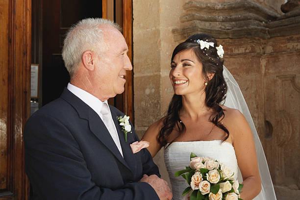 Braut Lächeln in Vater – Foto