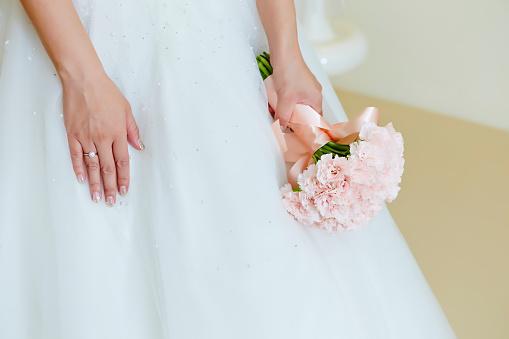 Bruid Met Bloemboeket Stockfoto en meer beelden van Bloem - Plant