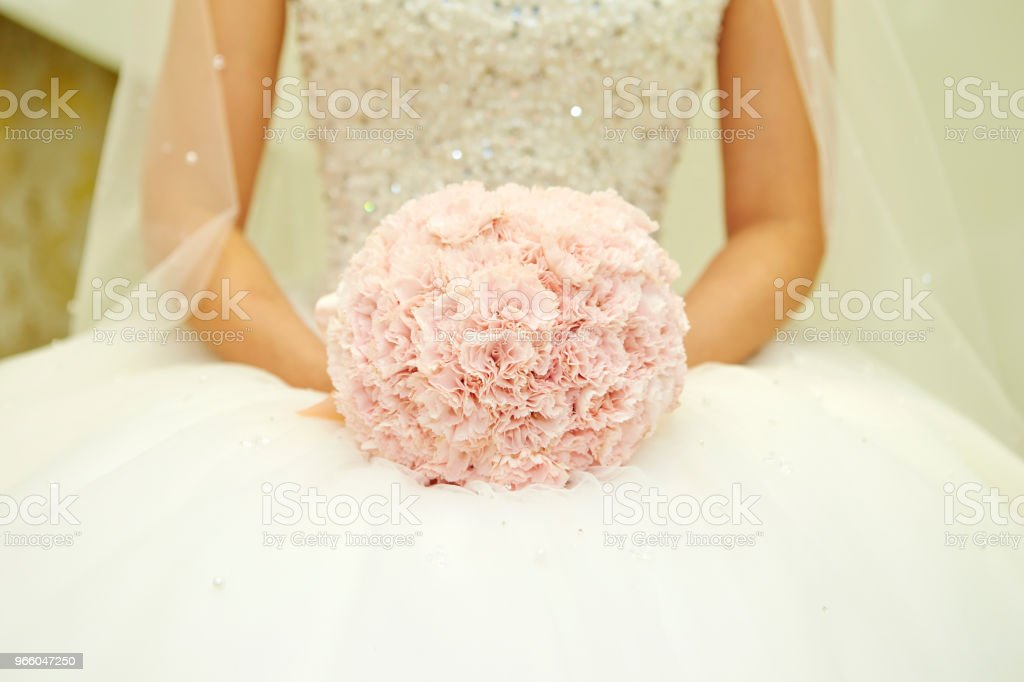 Bride with flower bouquet - Royalty-free Adult Stock Photo